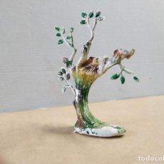 Figuras de Goma y PVC: FIGURA DE PLÁSTICO ÁRBOL CON NIDO DE ÁGUILAS PECH - FALTA EL ÁGUILA. Lote 262772930