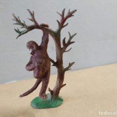 Figuras de Goma y PVC: FIGURAS DE PLÁSTICO MONO CON ÁRBOL PECH. Lote 262774140