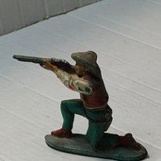 Figuras de Goma y PVC: FIGURA GOMA PECH VAQUERO RODILLAS APUNTANDO FUSIL. Lote 262971890