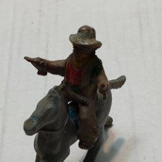 Figuras de Goma y PVC: FIGURA EN GOMA LAFREDO SERIE PEQUEÑA VAQUERO A CABALLO CON PISTOLAS. Lote 262987465