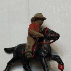 Figuras de Goma y PVC: FIGURA EN GOMA LAFREDO SERIE PEQUEÑA VAQUERO A CABALLO CON PISTOLAS. Lote 262987505