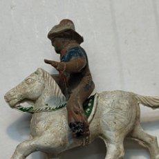 Figuras de Goma y PVC: FIGURA EN GOMA LAFREDO SERIE PEQUEÑA VAQUERO A CABALLO CON PISTOLAS. Lote 262987655