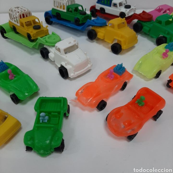 Figuras de Goma y PVC: Bonito lote kiosko pipero camiones con land rover marcados abajo y coches diversos - Foto 3 - 263054615