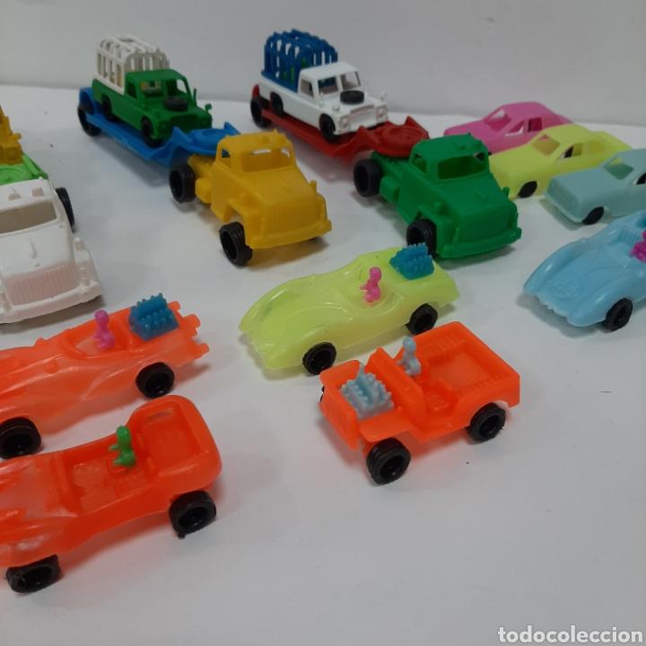 Figuras de Goma y PVC: Bonito lote kiosko pipero camiones con land rover marcados abajo y coches diversos - Foto 4 - 263054615