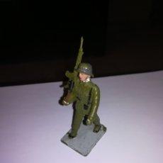 Figuras de Goma y PVC: REAMSA SOLDIS SOLDADO DESFILANDO AÑOS 60 MADE IN SPAIN INFANTERIA. Lote 263156815