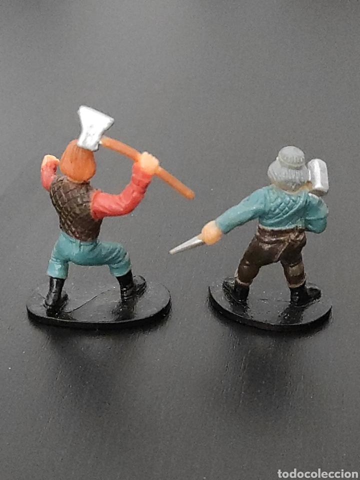 Figuras de Goma y PVC: 2 figuras colección vikingos medieval entre 4,5 y 5 cm. Hechas en china - Foto 2 - 263160415