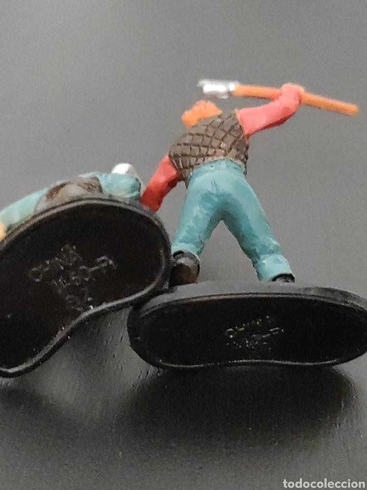 Figuras de Goma y PVC: 2 figuras colección vikingos medieval entre 4,5 y 5 cm. Hechas en china - Foto 3 - 263160415