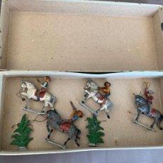 Figuras de Goma y PVC: PECH HERMANOS COWBOYS A CABALLO FIGURAS EN PLOMO AÑOS 40. Lote 263174775