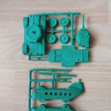 Figuras de Goma y PVC: HELICÓPTERO Y TANQUE MONTAPLEX. Lote 263741330