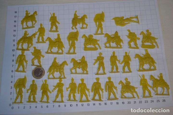 LOTE SOLDADOS PLANOS - DE 4 CENTÍMETROS / ANTIGUOS - PLÁSTICO / PVC - ¡MIRA, MUY RAROS! - LOTE 05 (Juguetes - Figuras de Goma y Pvc - Montaplex)