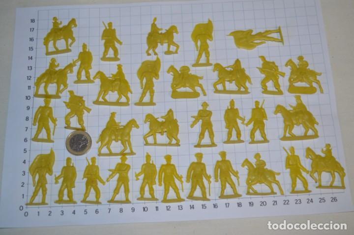 Figuras de Goma y PVC: Lote SOLDADOS PLANOS - De 4 Centímetros / Antiguos - Plástico / PVC - ¡Mira, muy RAROS! - LOTE 05 - Foto 2 - 265322114