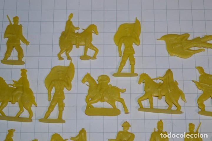 Figuras de Goma y PVC: Lote SOLDADOS PLANOS - De 4 Centímetros / Antiguos - Plástico / PVC - ¡Mira, muy RAROS! - LOTE 05 - Foto 4 - 265322114