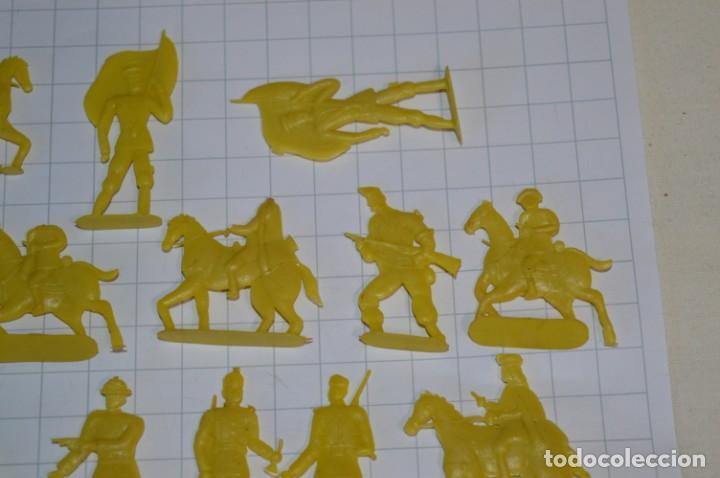 Figuras de Goma y PVC: Lote SOLDADOS PLANOS - De 4 Centímetros / Antiguos - Plástico / PVC - ¡Mira, muy RAROS! - LOTE 05 - Foto 5 - 265322114