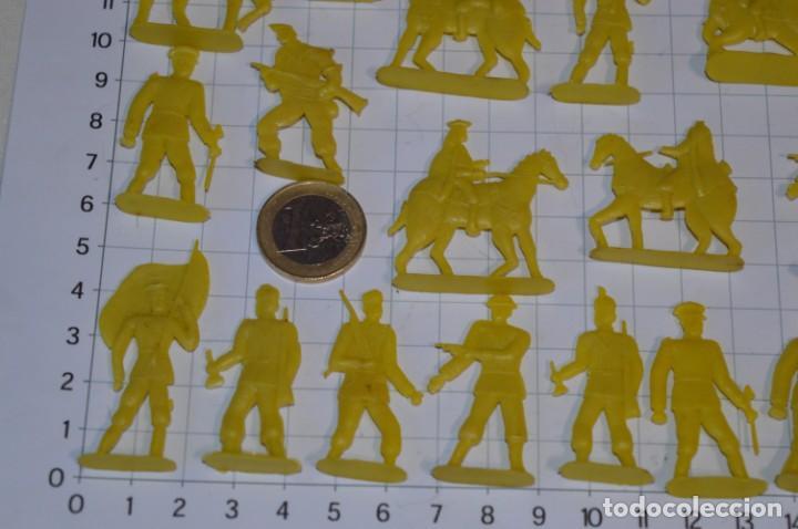 Figuras de Goma y PVC: Lote SOLDADOS PLANOS - De 4 Centímetros / Antiguos - Plástico / PVC - ¡Mira, muy RAROS! - LOTE 05 - Foto 6 - 265322114