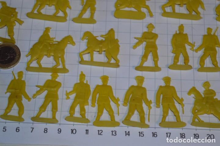 Figuras de Goma y PVC: Lote SOLDADOS PLANOS - De 4 Centímetros / Antiguos - Plástico / PVC - ¡Mira, muy RAROS! - LOTE 05 - Foto 7 - 265322114