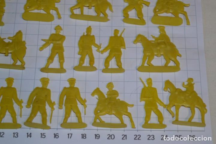 Figuras de Goma y PVC: Lote SOLDADOS PLANOS - De 4 Centímetros / Antiguos - Plástico / PVC - ¡Mira, muy RAROS! - LOTE 05 - Foto 8 - 265322114