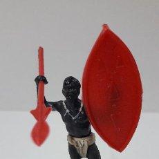 Figuras de Goma y PVC: GUERRERO AFRICANO ESCUDO Y LANZA DESMONTABLES . REALIZADO POR GAMA . SERIE SAFARI . AÑOS 50 EN GOMA. Lote 265752374