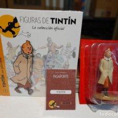 Figuras de Goma y PVC: FIGURAS DE TINTIN , LA COLECCION OFICIAL : LIBRO + FIGURA TINTIN EN GABARDINA + PASAPORTE. Lote 266391748