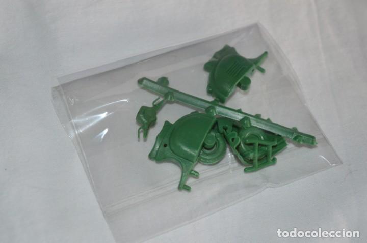 Figuras de Goma y PVC: Lote piezas / Para montar 10 motocicletas VESPAS - Piezas/Accesorios MONTAPLEX - ¡Mira! LOTE 04 - Foto 11 - 266586368
