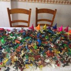 Figure di Gomma e PVC: INDIOS Y VAQUEROS - CAJA CON 5 KILOS DE FIGURAS DE PVC - AÑOS 80 - VARIADAS. Lote 266915479