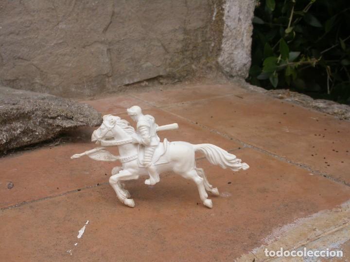 Figuras de Goma y PVC: FIGURA CABALLERO BLANCO DE AJAX - Foto 2 - 53721386