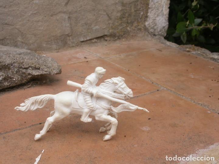 Figuras de Goma y PVC: FIGURA CABALLERO BLANCO DE AJAX - Foto 4 - 53721386