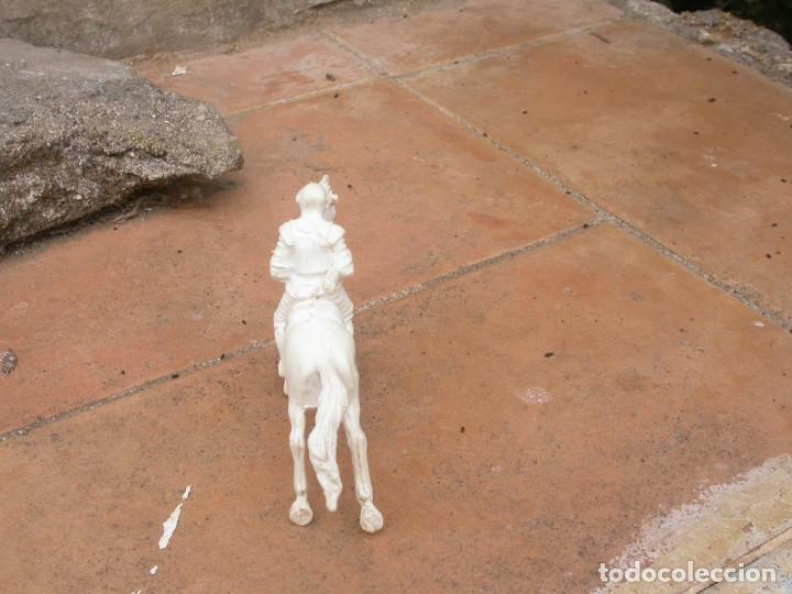 Figuras de Goma y PVC: FIGURA CABALLERO BLANCO DE AJAX - Foto 5 - 53721386