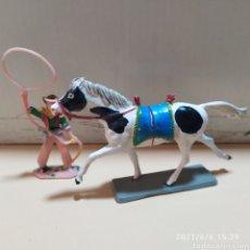 Figuras de Goma y PVC: FIGURA PLASTICO CABALLO CON VAQUERO STARLUX. Lote 267469219