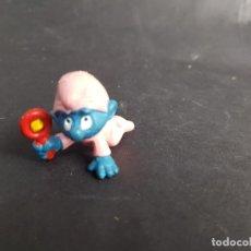 Figuras de Goma y PVC: FIGURA PVC PITUFO SONAJERO AÑOS 80 BEBE ROSA. Lote 268466124