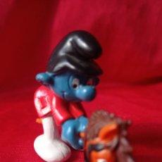 Figuras de Goma y PVC: PITUFO A CABALLITO DE JUGUETE CON GORRO NEGRO LEER DESCRIPCION. Lote 268991849