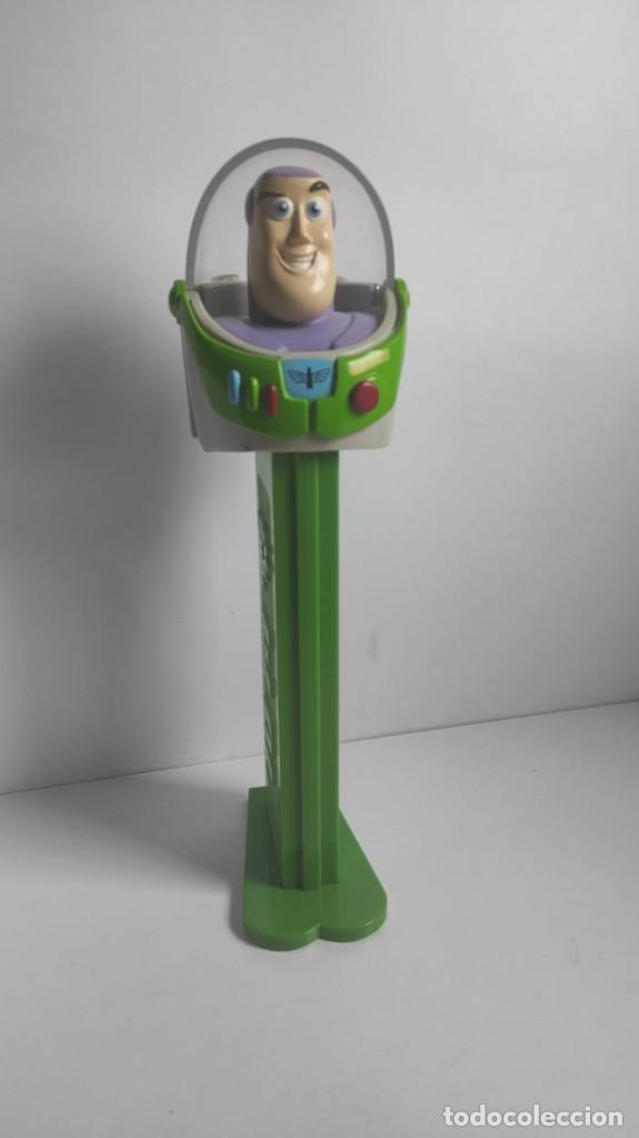 Dispensador Pez: Dispensador caramelos gigante gran figura XL Buzz Lightyear toy story original   PEZ   ~10x30x10 cm - Foto 2 - 269087678