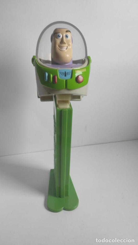 Dispensador Pez: Dispensador caramelos gigante gran figura XL Buzz Lightyear toy story original   PEZ   ~10x30x10 cm - Foto 3 - 269087678