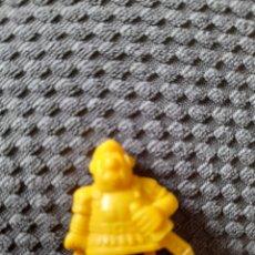 Figuras de Goma y PVC: FIGURA DUNKIN PHOSKITOS CENTURIÓN ROMANO UDERZO AÑOS 80 ASTERIX Y OBELIX VERSIÓN AMARILLA. Lote 269624118