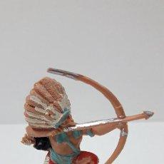 Figuras de Goma y PVC: GUERRERO INDIO CON ARCO . FIGURA REAMSA . ORIGINAL AÑOS 60. Lote 270221933