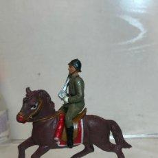 Figuras de Goma y PVC: OFICIAL A CABALLO - DESFILE DE LA VICTORIA - GOMA, TEIXIDO. Lote 271571648