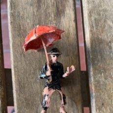 Figuras de Goma y PVC: FIGURA EN PLÁSTICO PARROCO CURA SACERDOTE CON SOMBRILLA FABRICADO POR JECSAN. Lote 272752623