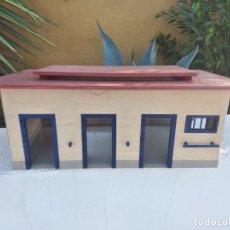 Figuras de Goma y PVC: ESTABLO DE CABALLOS , 1999 SCHLEICH STABLE, GERMANY. MADERA Y BASE DE PVC. Lote 275037608