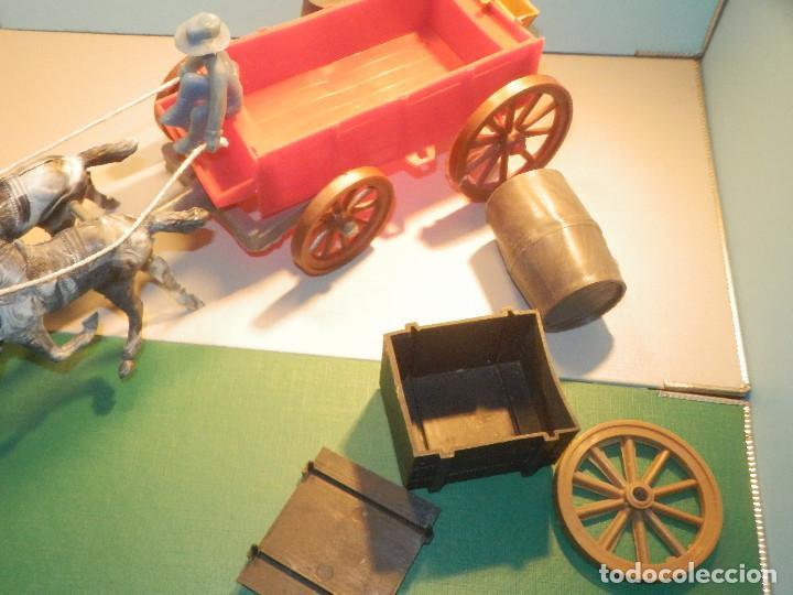Figuras de Goma y PVC: Bonito Carro, Carromato ó carreta en plástico - Oeste - 2 Caballos - C/ accesorios muy completa - Foto 15 - 275479623