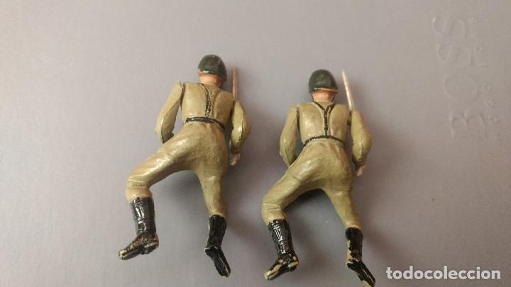 Figuras de Goma y PVC: lote 2 Soldados goma desfile ejercicio español teixido años 50 - Foto 2 - 276692753