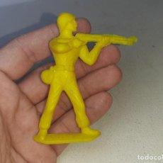 Figuras de Goma y PVC: COMANSI : ANTIGUA FIGURA DE PLASTICO SOLDADO AMERICANO MONOCOLOR AÑOS 70. Lote 276721513