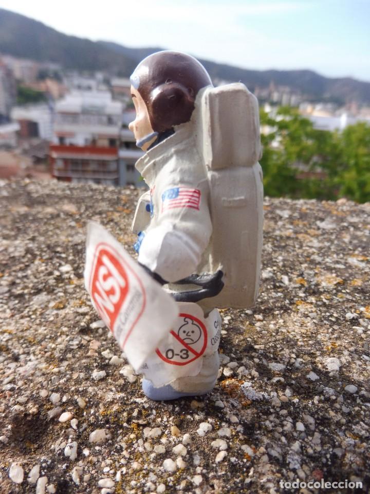 Figuras de Goma y PVC: Figura goma atrapa la bandera Mike astronauta, Comansi 4 cats pictures con etiqueta - Foto 3 - 276951243
