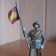 Figuras de Goma y PVC: FIGURA ANTIGUA SOLDADO ABANDERADO ESPAÑOL DESFILANDO ( PECH , JECSAN , REAMSA , COMANSI , ETC). Lote 277163248