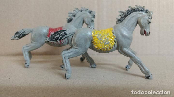 Figuras de Goma y PVC: 2 caballos de indios oeste Reamsa, original años 60-BUENA CONSERVACION - Foto 2 - 277174188