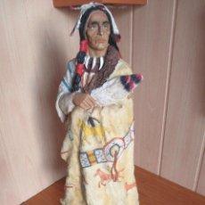 Figuras de Goma y PVC: BONITA Y DECORATIVA FIGURA DE JEFE INDIO ANTIGUO OESTE , DE 60 CM DE ALTURA. Lote 277532123