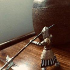 Figuras de Goma y PVC: GUJERRERO MEDIEVAL. SCHLEICH. COMO NUEVO.. Lote 278948473