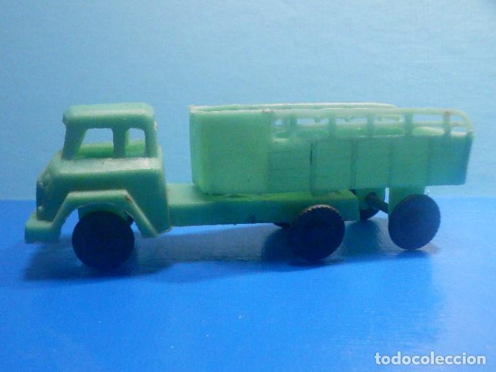 Figuras de Goma y PVC: Camión Plástico - Cabeza Tractora con remolque caja abierta - Ganado, Campo - Kiosko 60´s 70´s - Foto 2 - 280724528