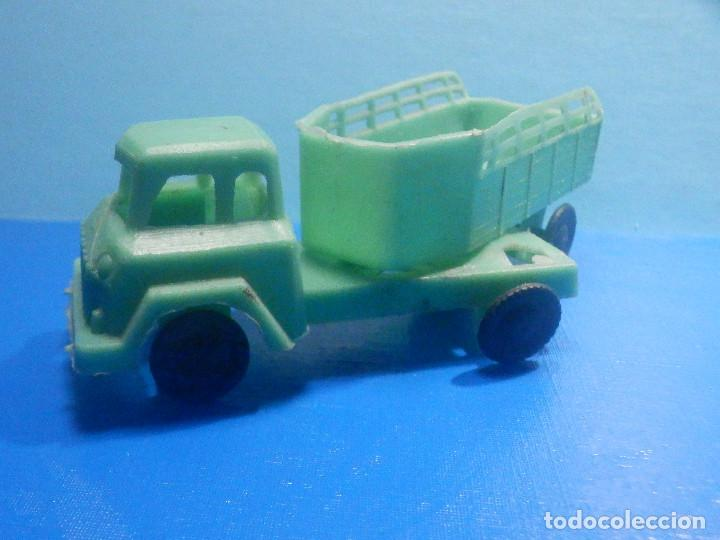 Figuras de Goma y PVC: Camión Plástico - Cabeza Tractora con remolque caja abierta - Ganado, Campo - Kiosko 60´s 70´s - Foto 3 - 280724528