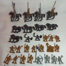 Figuras de Goma y PVC: LOTE DE FIGURAS DE SOLDADOS Y CABALLOS DE 3,2 CM. Lote 283894953