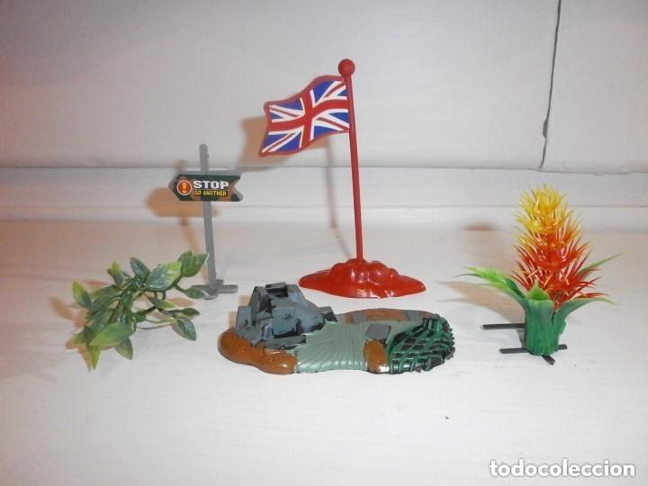 VARIADO LOTE DE PLASTICO (Juguetes - Figuras de Goma y Pvc - Montaplex)
