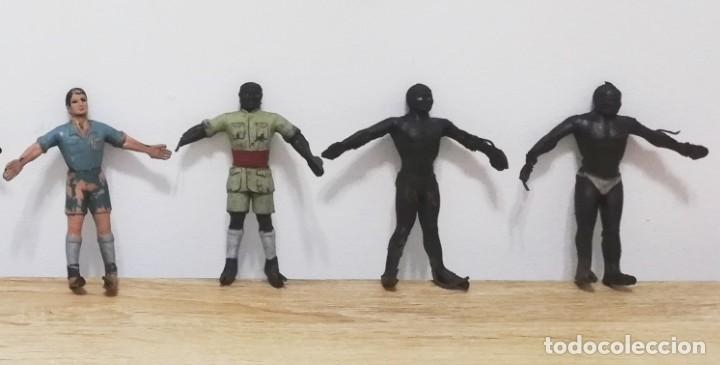 4 FIGURAS DE ARCLA, ASKARI, EXPLORADOR O CAZADOR NEGRO, SERIE TARZAN, REALIZADOS EN GOMA POR ARCLA, (Juguetes - Figuras de Goma y Pvc - Arcla)